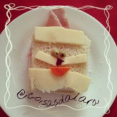 Pão de forma, presunto, queijo, cenoura, ervilha e beterraba [nariz] http://coisas-da-lara.blogspot.com/2014/11/comidinhas-de-natal.html