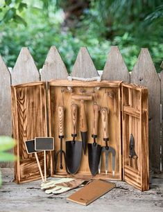 Not waste time and cash and prevent locating the gardening tools you misplace if you attempt one of these simple clever DIY Garden Tool Storage Ideas! Allow it to be all simple and easy ,… Garden Tool Organization, Garden Tool Storage, Garden Tool Set, Garden Ideas, Garden Projects, Bonsai, Outdoor Fotografie, Best Garden Tools, Gardening Supplies