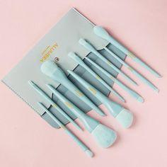 Eyeliner Brush, Lip Brush, Makeup Brush Set, Highlighter Brush, Concealer Brush, Blending Eyeshadow, Eyeshadow Brushes, Makeup Items, Makeup Tools