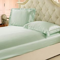 Turquoise Silk Bedding Sets 19 Momme Seamless Silk Bedding Set Cymbidium Offering only the highest quality, most sensuous silk products on the market, Lilysilk is proud to bring you gorgeous luxury silk bedding sets.  Fabric: 100% 19 Momme pure long stranded Mulberry silk.  Colors Available: Chocolate.