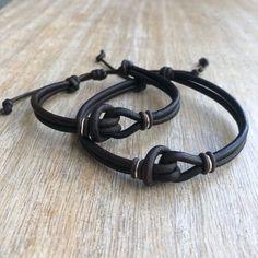 Shop Boho Chic Jewelry by Fanfarria on Etsy Couple Bracelets Leather, Bracelet Couple, Hemp Bracelets, Couple Jewelry, Bracelet Knots, Simple Bracelets, Bracelet Cuir, Leather Jewelry, Bracelets For Men