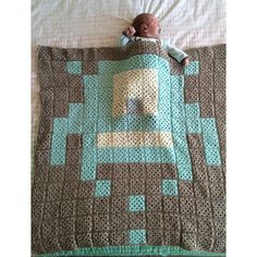 Space Invader pixel crochet blanket by _m_aud
