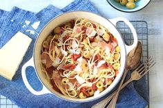 Spaghetti met prosciutto - 5 OR LESS - Chickslovefood Prosciutto, Pasta Recipes, My Recipes, Love Food, Spaghetti, Food And Drink, Healthy Eating, Yummy Food, Recipes