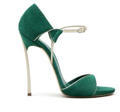 Green and gold, dainty shoe. Perfect balance.