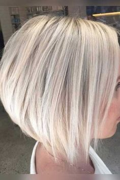 Yet, there is something alluring and elegant in bob hairstyles which can never be had with the long hairstyles. Here are some lovely and trendy bob hairstyles. Stacked Bob Hairstyles, Short Bob Haircuts, Inverted Bob Haircuts, Hairstyles Haircuts, Haircut Bob, Haircut Styles, Trendy Haircuts, Blonde Bob Hairstyles, Woman Hairstyles