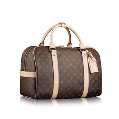 Discover Louis Vuitton Carryall: With a nod to the Keepall, this multi-purpose bag is styled in Monogram canvas. It offers a spacious interior and a padlockable closure. It is ideal as a sports or weekend bag. Valija Louis Vuitton, Sac Speedy Louis Vuitton, Louis Vuitton Online, Louis Vuitton Luggage, Vuitton Bag, Louis Vuitton Handbags, New Handbags, Burberry Handbags, Handbags Online