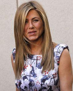 """Jennifer Aniston on set   Jennifer Aniston mit peinlicher """"Schamhaar""""-Perücke"""