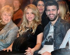 Baby-Bump Watch: Shakira Edition