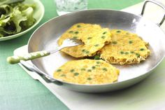 Mini noodle and sweetcorn omelette recipe. Great weekend breakfast or brunch recipe idea. Food Network Recipes, Cooking Recipes, Healthy Recipes, Yummy Recipes, Healthy Food, Tasty Noodles Recipe, Omelette Recipe, Hidden Veggies, Cook Up A Storm
