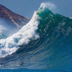Wave like mountain... in Brazil! Amazing!!!