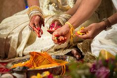 Tamil Hindu Wedding Ceremony, HGH Convention Centre http://www.emotioninpictures.com/tamil-hindu-wedding-ceremony-hgh-convention-centre-sutha-malar/