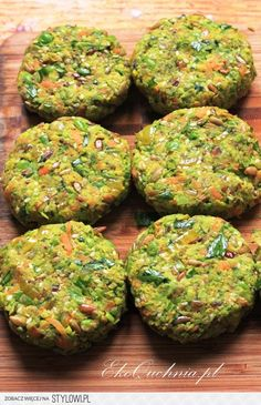 Wegańskie kotleciki z zielonego groszku i kaszy jaglane