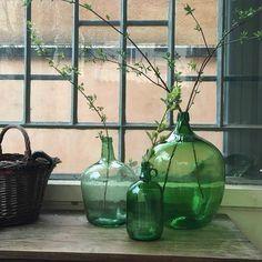 Bottles And Jars, Glass Bottles, Vase Vert, Deco Paris, Deco Pastel, Glass Jug, Faux Flowers, Vases Decor, Glass Design