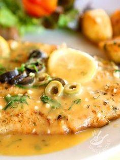 Trout with olives and lemon - La Trota salmonata con olive e limone è un secondo piatto che si prepara in pochi minuti, leggero ed equilibrato al tempo stesso. #trotasalmonataallimone