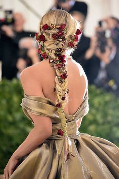 NEW YORK, NY - MAY Jasmine Sanders attends the Heavenly Bodies: Fashion & The Catholic Imagination Costume Institute Gala at The Metropolitan Museum of Art on May 2018 in New York City. (Photo by Jason Kempin/Getty Images) Cool Braid Hairstyles, African Hairstyles, Pretty Hairstyles, Hairstyle Ideas, Wedding Hairstyles, Fairy Hairstyles, Fantasy Hairstyles, School Hairstyles, Updo Hairstyle