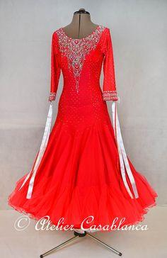Atelier Casablancaへようこそ!素敵なモダンドレスやラテンドレスをどんどん紹介していきます!