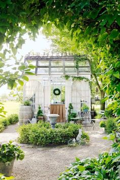 So pretty.  I love this little garden shed...