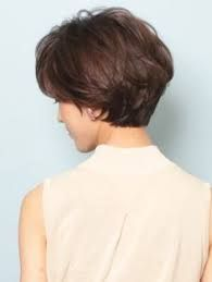 """Exactly the type of hairstyle I tried to get for years! I guess such descriptions as """"short but long"""" (along with hand gestures) weren't clear to the hair stylists. Short Hair With Layers, Short Hair Cuts For Women, Short Hairstyles For Women, Short Haircuts, Short Cuts, Haircut Trends 2017, Wedge Haircut, Wedge Hairstyles, Shag Hairstyles"""