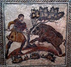 """Mosaico """"La caza del jabalí"""" Museo Romano de Mérida. Mosaic """"The Wild Boar Hunt"""" Merida Roman Museum"""