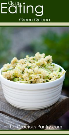 Clean Eating Green Quinoa (Pesto and Zucchini) #cleaneating #eatclean #cleaneatingrecipes