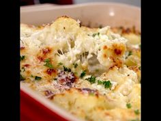 Cauliflower Casserole Recipe Add a healthy twist to your casserole with this easy to make dish. The kids will appreciate the cheesy goodness, while grown-ups will appreciate the bonus serving of veggies. Parmesan, mozzarella and milk add the creaminess Side Dish Recipes, Vegetable Recipes, Vegetarian Recipes, Cooking Recipes, Healthy Recipes, Healthy Cauliflower Recipes, Healthy Soups, Vegetable Casserole, Cauliflower Casserole