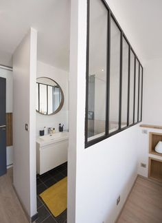 Un bain de lumière, aménagement appartement villeurbanne - - BPins Renovations, Small Bathroom, Diy Bathroom Decor, Bathroom Inspiration, Bedroom Layouts, Bathrooms Remodel, House, Home Decor, Home Deco