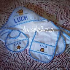 Mini Kit... Salida de Baño, Buchero y Babero. Encargos al correo: flordelarosa2@gmail.com