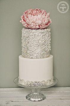 Wedding Trends : Metallic Cakes ~ Cotton & Crumbs | bellethemagazine.com