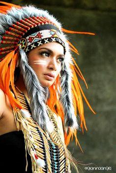 model hunt w/ indian girl :) American Indian Girl, American Indian Tattoos, Native American Girls, Native American Pictures, Native American Beauty, Indian Girls, American Indians, Native American Photography, Native American Headdress