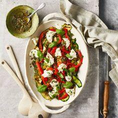 Mozzarella, Caprese Salad, Tasty Dishes, Bruschetta, I Love Food, Salad Recipes, Food And Drink, Vegan, Chicken