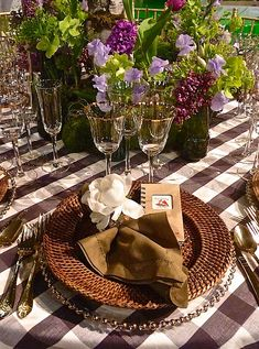 First Spring Outdoor Dinner - My inner landscape. I could make one for Fall like this too. Elegant Table Settings, Beautiful Table Settings, Table Violet, Dresser La Table, Lenox Hill, Outdoor Dinner Parties, Spring Wedding Colors, Summer Wedding, Fall Table