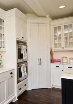 Corner pantry... only if it had a lazy suzan style turning system
