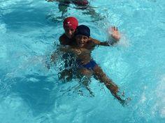 I miei bellissimi bambini in piscina.
