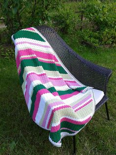 corner-to-cornercrochet Ravelry: tigris00's Apple Blossom Diagonal Blanket + Granny Squares Pillow. Blanket - free pattern on raverly.