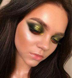#flatlays #makeup #makeuplooks #beauty #beautylooks #eyeshadow #eyelooks #makeupreview #makeupproducts #beautyproducts #eyeshadowpalette #highlighter #bronzer #contour #blush #foundation #concealer #tartecosmetics #tarte #morphebrushes #hudabeauty #makeuprevolution #charlottetilbury #toofaced #beautyphotography #makeupphotography #holygrailmakeup #makeupcollection #makeupstorage #makeupjunkie #beautyjunkie #makeupaddict #makeupapplication #makeupartists #jaclynhill #beautyblogger #instagram…
