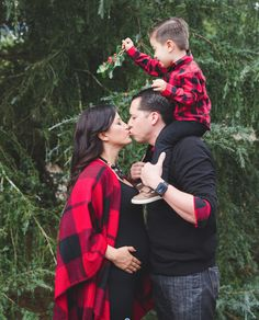 Mistletoe kisses and Christmas wishes. Maternity Christmas Pictures, Christmas Pregnancy Photos, Christmas Pictures Outfits, Family Maternity Photos, Family Christmas Pictures, Christmas Photos, Family Photos, Christmas Wishes, Christmas Maternity