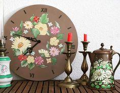 Ceasuri de perete, ceasuri pictate pe lemn, ceasuri pictate manual...Găsiți si alte decorațiuni în magazinul online Decoratiuni Vintage Casa Retro... #ceasdeperete #decoratiuni #magazinonline #ideidecadouri #ceasbucatarie #ceasuripictate #ideicasa #decohome Decorative Plates, Clock, Retro, Decoration, Wall, Home Decor, Watch, Decor, Decoration Home