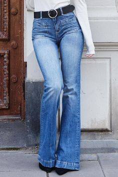 The bells bottom flare pants can show your long legs very well.Vintage high waisted jeans slim your sides,making your waistline look smaller instantly. This is a trendy design flare pants,and casual light weight comfortable pants. Perfect Jeans, Cute Jeans, Denim Jeans, Jeans Shoes, Leather Jeans, Flare Jeans Outfit, Flare Pants, Pants Outfit, Light Blue Ripped Jeans