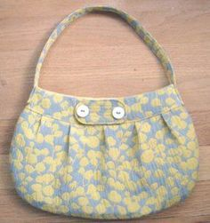 With this free purse pattern, sew your own Buttercup Bag. This purse is stylish and the perfect size for a day of shopping. If you love floral patterns as much as I do, this bag is a must-make! Perfect for spring or summer, this purse will add a bright look to accessorize any outfit.