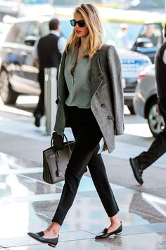 BLOG DE MODA Y LIFESTYLE: WORKING OUTFITS: LOOKS DE OFICINA. Mint green blouse+black pants+black loafers+grey coat+taupe handbag+sunglasses. Fall Business Casual/ Workwear Outfit 2017