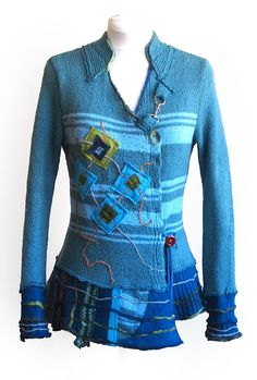 Completely recycled wool sweater, hand-knitted from wool felt granular. <br> Length around 65 cm.