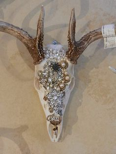 ReImagine ReMade by Ruth. How To Choose The Perfect Retailer For Your L Deer Skull Art, Cow Skull Decor, Deer Skulls, Deer Antlers, Animal Skulls, Deer Heads, Shabby Chic Girl Room, Deer Head Decor, Crane