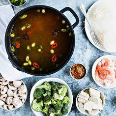Hot pot | K-Ruoka #aasialainen #hotpot #onepot #syödäänyhdessä One Pot, Palak Paneer, Tofu, Asia, Ethnic Recipes, Stew
