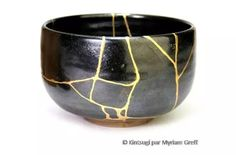 Kintsugi is a Japanese art form of repairing broken pottery with gold lacquer. Billie Bond's Kintsugi is integrated into her sculptures. Kintsugi, Wabi Sabi, Ikebana, Celine, Japanese Philosophy, Gold Powder, Art Japonais, Chawan, Beautiful Mess
