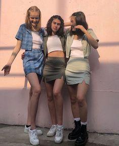 Brandy Melville Europe on Mode Grunge, Grunge Look, Grunge Style, 90s Grunge, Roupas Brandy Melville, Brandy Melville Outfits, Brandy Melville Models, Brandy Melville Skirt, Mode Outfits