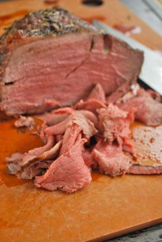Perfect roast beef ~ super moist, perfectly seasoned, tender roast beef... And it was so darn easy, too! ... Must try!