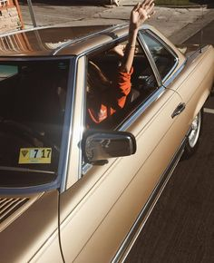 Find images and videos about photography, vintage and car on We Heart It - the app to get lost in what you love. 70s Aesthetic, Aesthetic Vintage, Vw Bus, Retro Cars, Vintage Cars, Fashion Me Now, Triple H, Poses, Old Cars