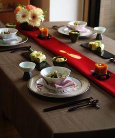 ひな祭りのテーブルコーディネート Japanese Table, Japanese Dinner, Japanese New Year, Japanese Food, Hina Matsuri, Table Place Settings, Japanese Festival, Party Table Decorations, Tea Service
