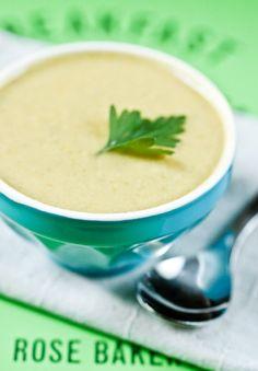 Soupe de haricots verts aux amandes - looks great for winter.  Super easy.