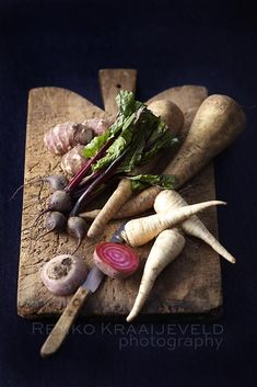 food styling: radishes, and other veg Food Styling, Food Photography Styling, Art Photography, Raw Food Recipes, Great Recipes, Vegetarian Recipes, Yummy Recipes, Winter Vegetables, Raw Vegetables